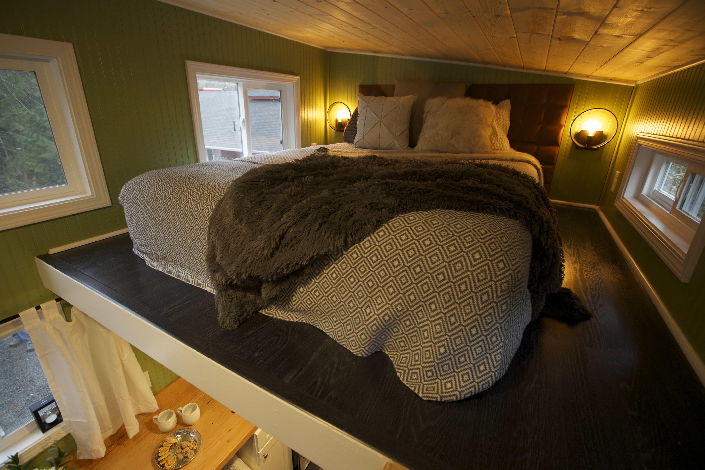 American-Tiny-House-everett-interior-bedroom
